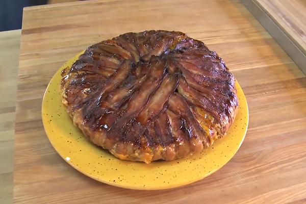 Cette délicieuse recette de tarte au bacon sera « dévorée » en un clin d'œil !