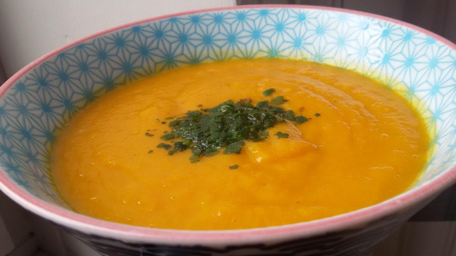 Soupe détox au gingembre et aux carottes