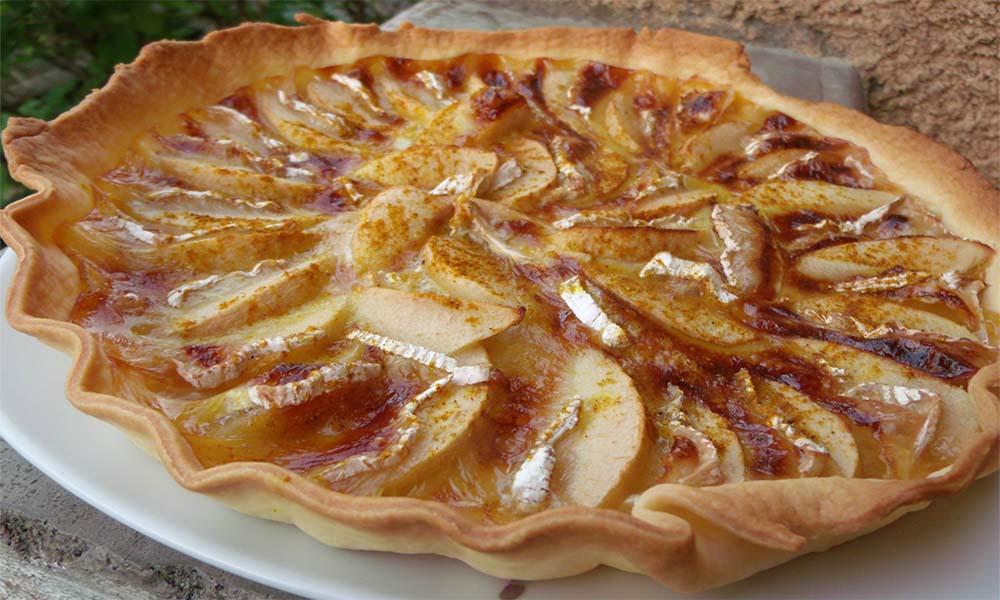 Tarte aux pommes, camembert et curry