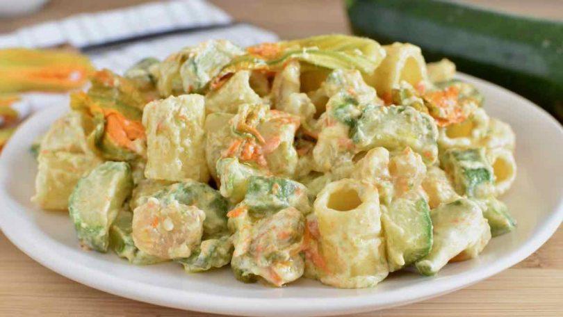 La meilleure salade de pâtes aux courgettes et fleurs de courge