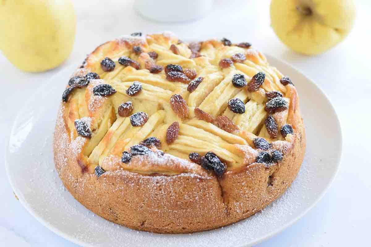 Gâteau aux pommes et aux raisins secs
