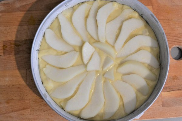 Gâteau moelleux aux poires est un dessert rapide et facile