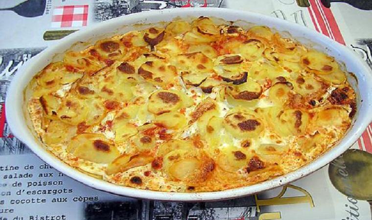 Gratin de pommes de terre, chorizo, tomate et béchamel