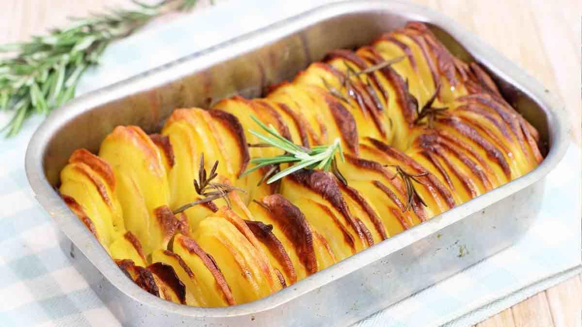 Pommes de terre cuites au four parfumées au romarin