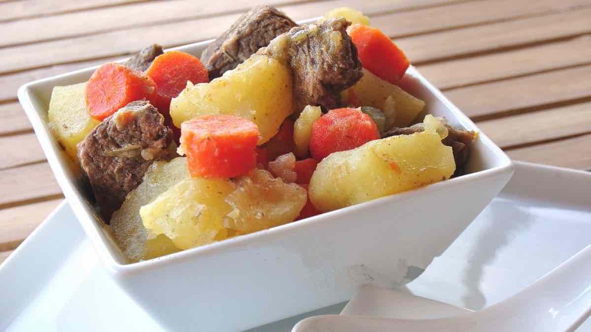 Ragoût de bœuf aux pommes de terre et carottes