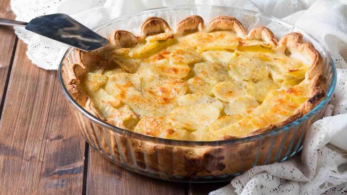 Tarte aux pommes de terre à la crème fraîche et au fromage