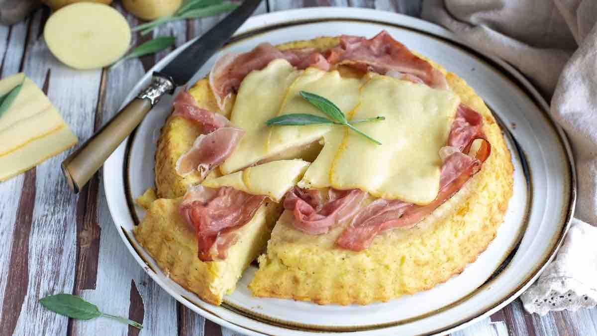 Gâteau de pommes de terre au jambon et au fromage