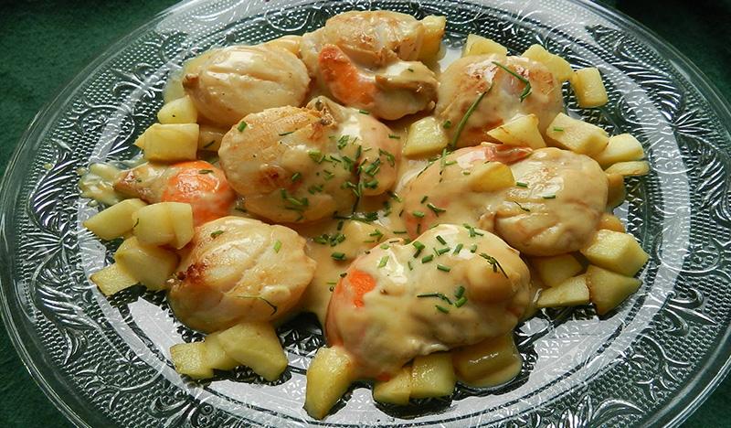 Noix de St jacques au miel, curry et pommes