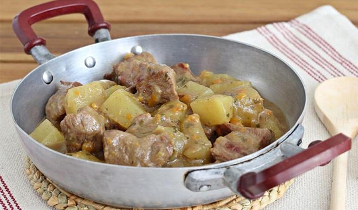 Ragoût de veau avec pommes de terre