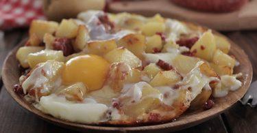 Recette pommes de terre à la saucisse et aux œufs