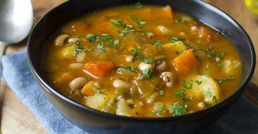 Une délicieuse recette de soupe détoxifiante qui aide à perdre du poids