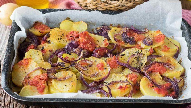 Recette pommes de terre oignon tomate au four