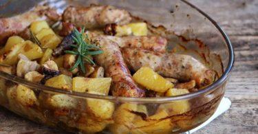 Saucisses champignons et pommes de terre au four