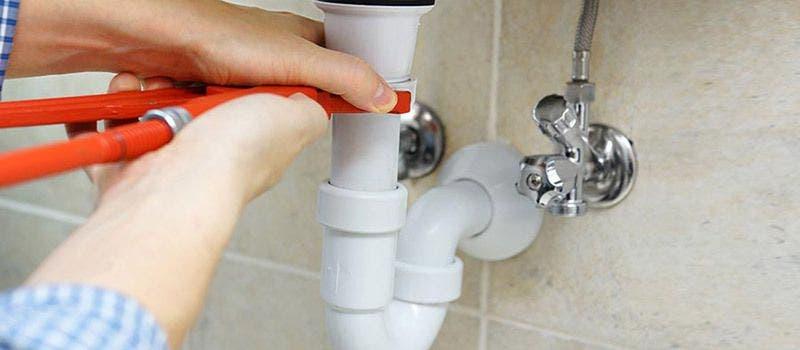 Comment déboucher la plomberie de la maison rapidement et facilement ?