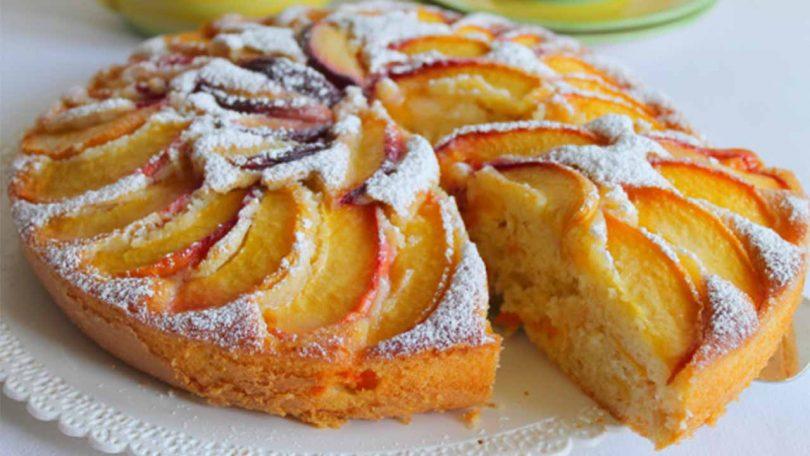 Gâteau aux pêches, abricots et amandes très facile