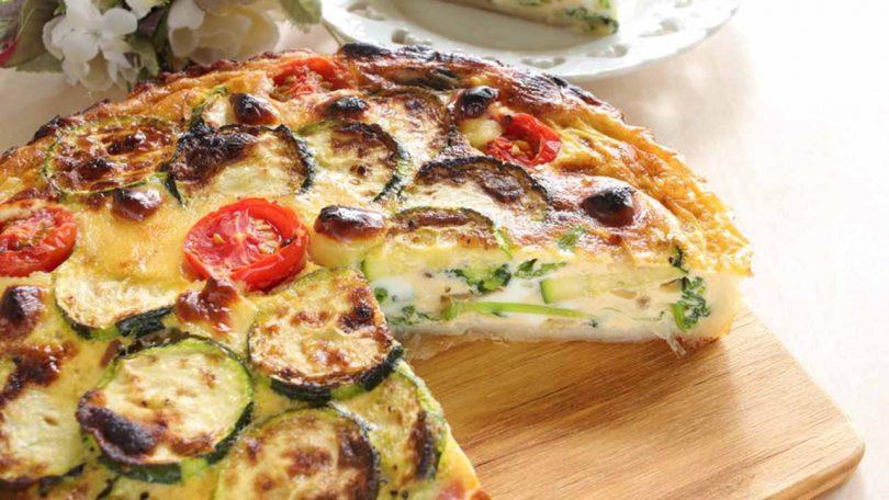 Quiche sans pâte aux courgettes, tomates cerises et mozzarella