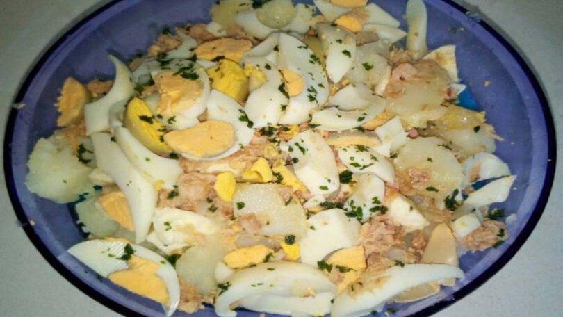 Salade de pommes de terre au thon, mozzarella et oeufs