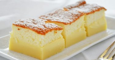 Gâteau magique au citron délicieusement fondant